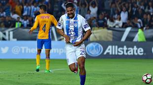 Jara, en celebración de gol a los Tigres.
