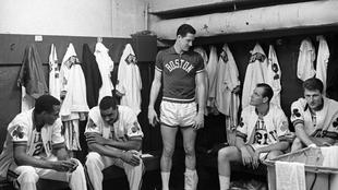 Vestuario de los Celtics en el Boston Garden en 1960
