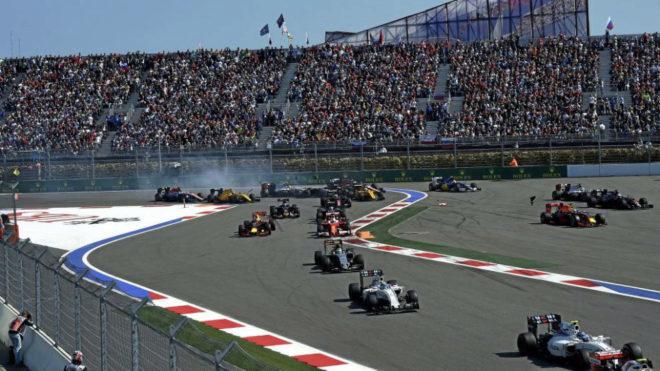 Un momento de la salida del GP de Rusia de 2016.
