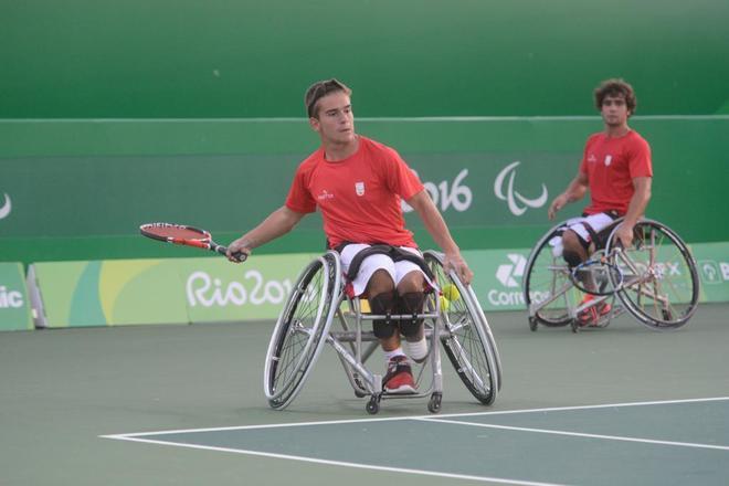 Martín de la Puente durante un partido de dobles junto a Dani...