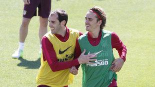 Griezmann y Godín durante el entrenamiento del Atlético de Madrid