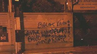 Aspecto de una de las paredes del estadio Centenario de Quilmes.