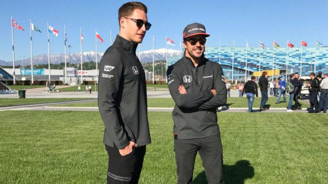 Stoffel Vandoorne y Fernando Alonso en Sochi.