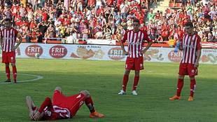 Los jugadores del Girona, abatidos tras dejar escapar el ascenso hace...