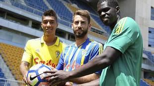 José Mari y Sankaré, junto a Eddy Silvestre -izquierda del todo-,...