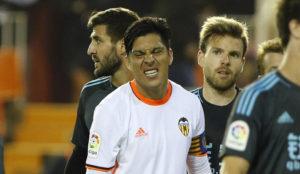 Enzo hace un gesto en el duelo ante la Real Sociedad en Mestalla.