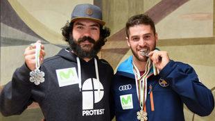 Regino Hernández y Lucas Eguibar, con sus medallas de plata en el...