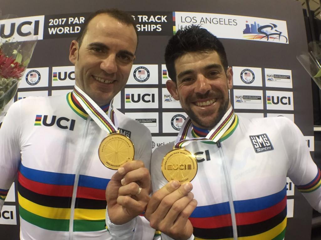 Ignacio Ávila y Joan Font posan con la medalla de oro conquistada en...