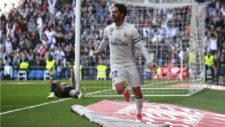 Isco celebra su gol ante el Alavés en el Bernabéu