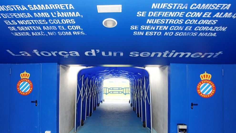 Los jugadores del Espanyol y Barcelona pasarán por esta puerta para...