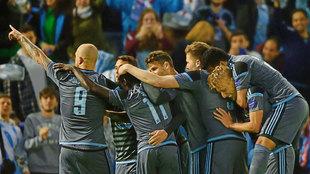 Los jugadores del Celta celebran un gol en la presente edición de la...