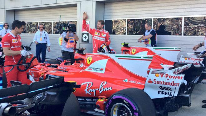 Vettel celebra su 'pole' en Sochi.