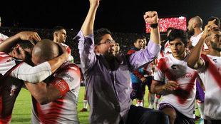 Fidel Kuri festeja el triunfo del Veracruz 1-0 ante el Monterrey en el...