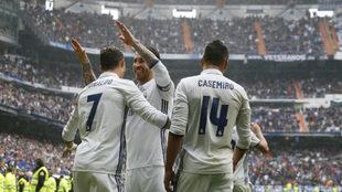 Ronaldo se abraza a Ramos en presencia de Casemiro.