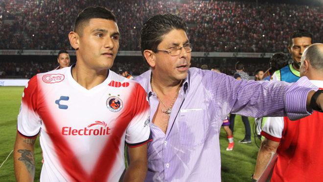 Kuri con Edgar Andrade al término de encuentro ante Rayados.