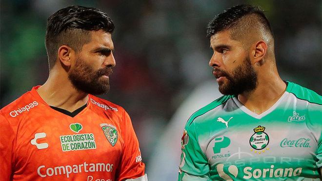 Félix y Néstor Araujo, duelo familiar en la cancha