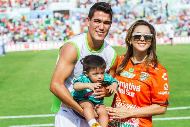 Esposas e hijos presentes con los futbolistas