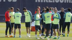 Los jugadores del Barcelona durante un entrenamiento