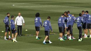 Los jugadores del Real Madrid durante en un entrenamiento en la ciudad...