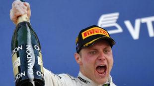 Bottas celebra su triunfo en el GP de Rusia.