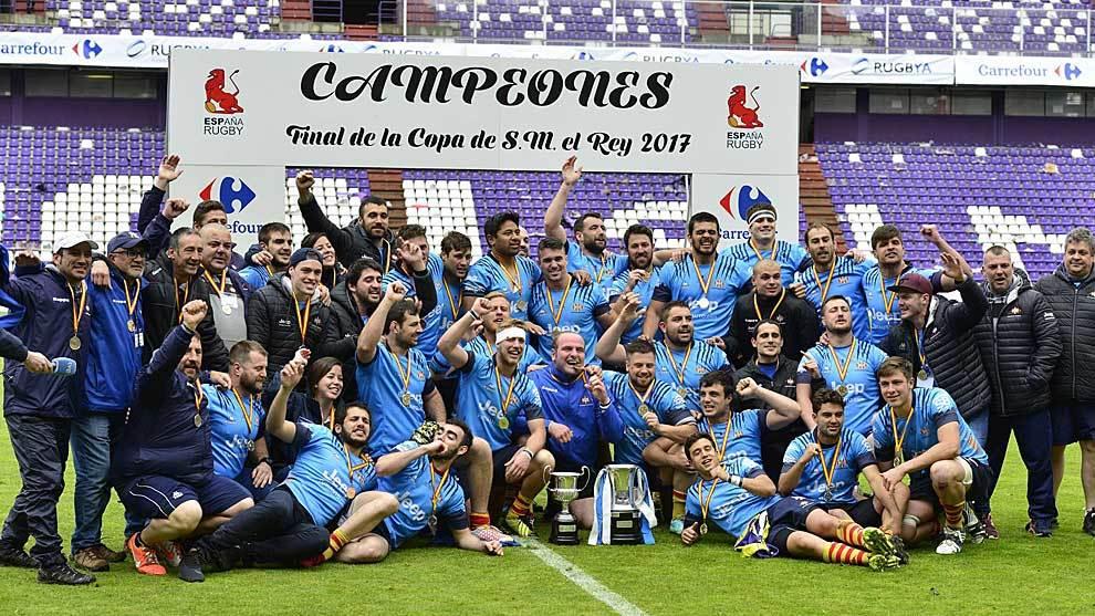 Los jugadores de la Santboiana celebran el título de Copa en el...