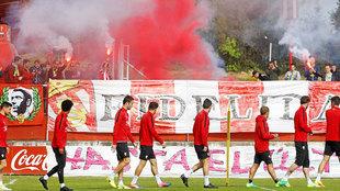 Los aficionados del Sporting animando en Mareo al equipo ayer
