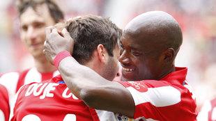 Babin celebrando un gol junto a Duje Cop