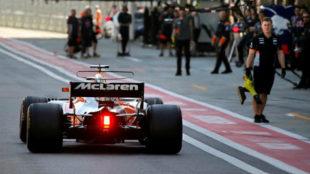El McLaren entrando a boxes