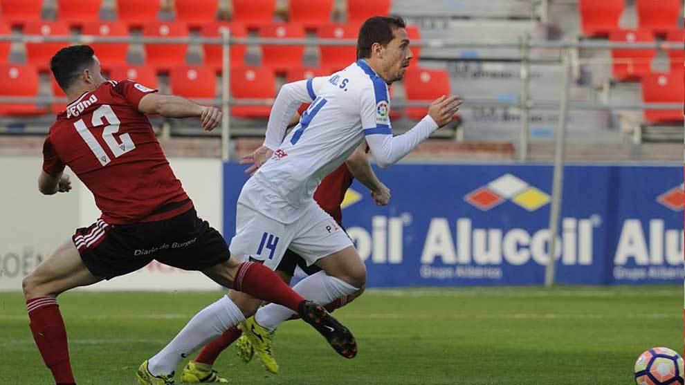 Manuel Sánchez se escapa de Pedro en el partido del UCAM en Anduva...