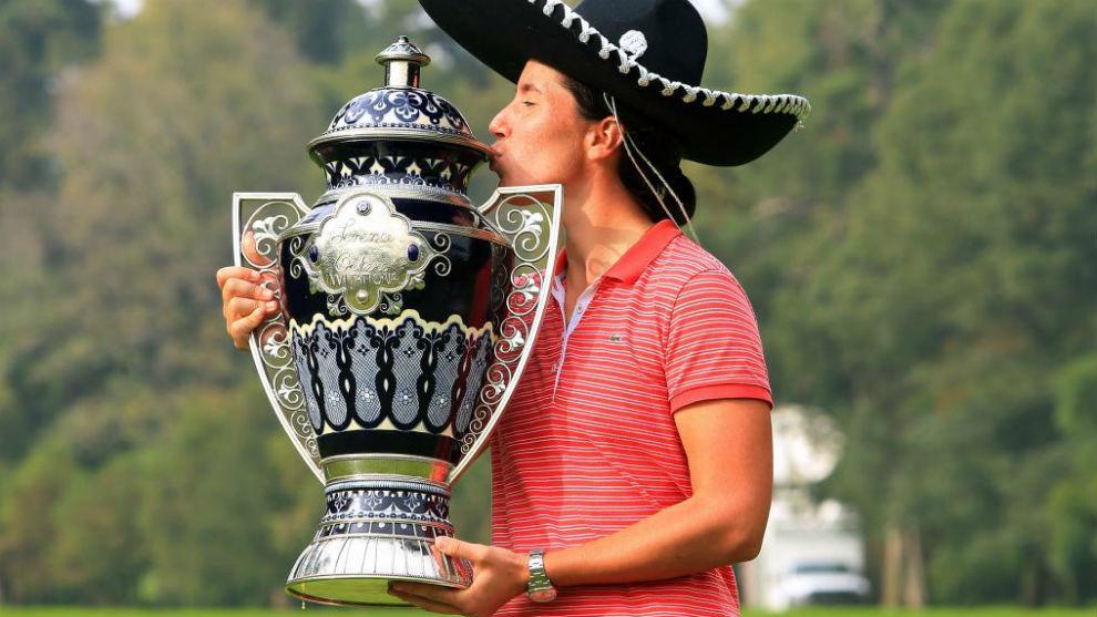 Carlota Ciganda celebra su triunfo en el Lorena Ochoa Invitational...