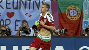 Nicklas Bendtner, celebrando un gol durante la Euro 2012