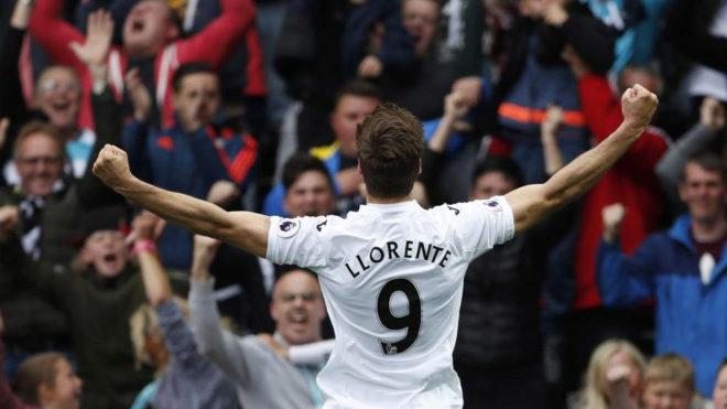 Llorente celebra su gol al Everton.
