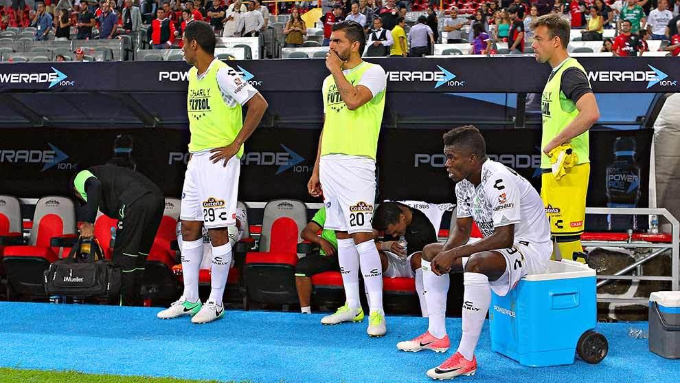Jugadores de Chiapas incrédulos al finalizar el partido.
