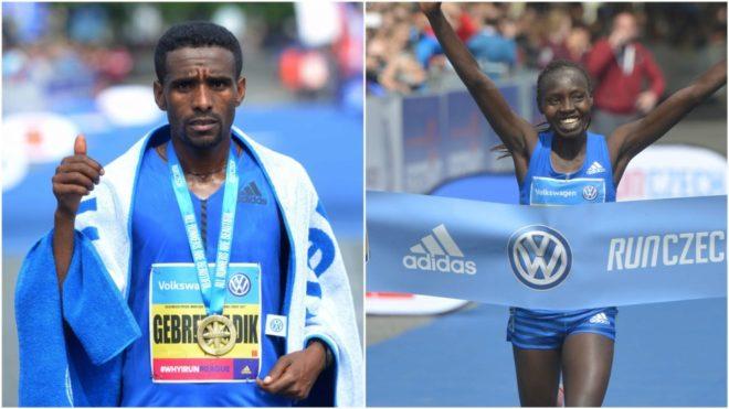 Gebretsadik Abrah y Valary Aiyabei, ganadores del maratón de Praga.