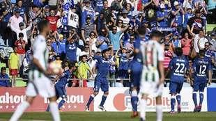 Faulin celebra su golazo de falta directa ante el Córdoba en un...