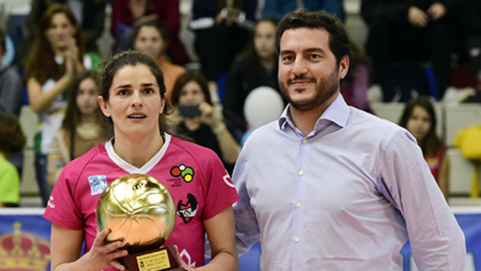 Esther López recibe el premio de MVP de la Copa de la Reina 2016