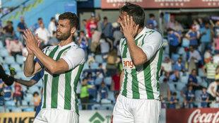 Jugadores del Córdoba dan las gracias a su afición tras el partido...