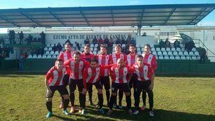 Los jugadores del Azuaga, antes de jugar contra el Fuente de Cantos...