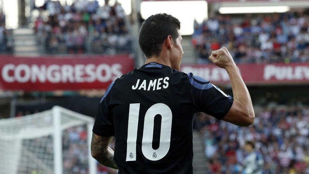 James Rodríguez celebra uno de los goles ante el Granada.