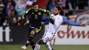 Jones, junto a Carlos Vela en un duelo entre Estados Unidos y México.
