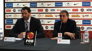 Jorge Garbajosa y Sergio Scariolo, durante el nombramiento del...