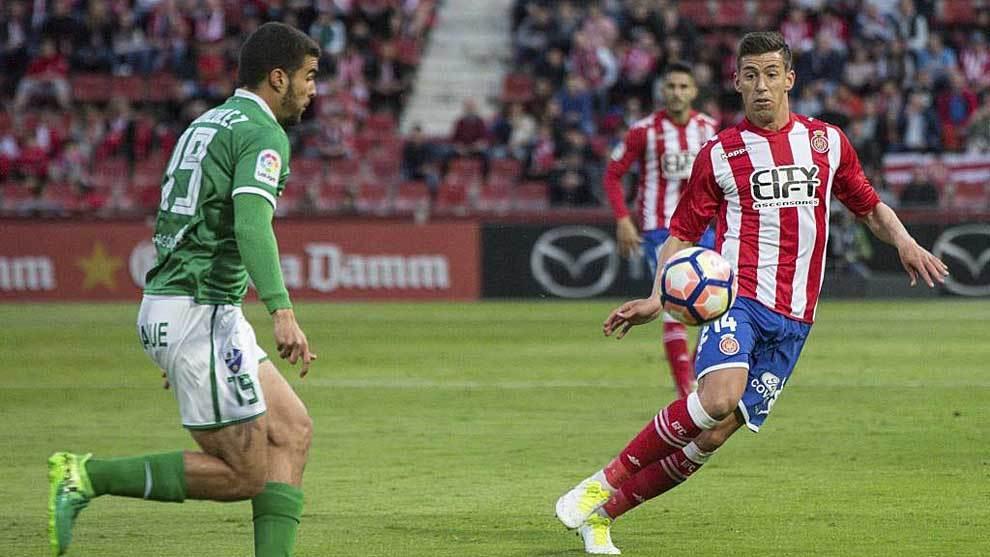 Rubén Alcaraz intenta cortar el avance de Alexander González en el...