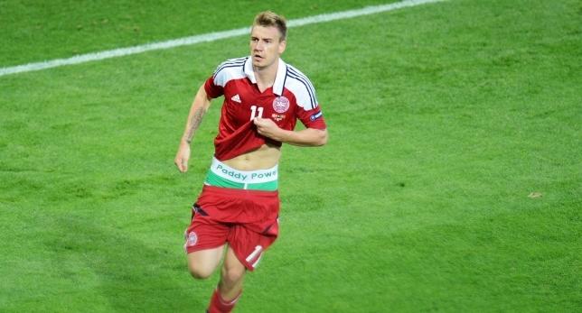El delantero danés marcó un gol ante Portugal y lo celebró...
