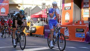Arnaud Demare cruza la meta de la Mil�n-San Remo 2016.