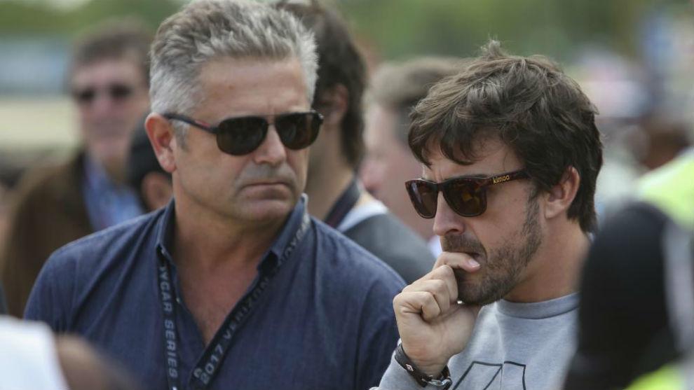 Gil de Ferr�n, junto a Fernando Alonso, en el test de novatos del...