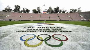 Logo de Los Angeles 2024 en el histórico Rose Bowl stadium, sede del...