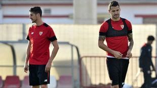 Escudero y Vitolo, en un entrenamiento.