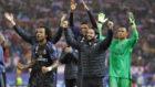 Los jugadores del Madrid celebran la victoria
