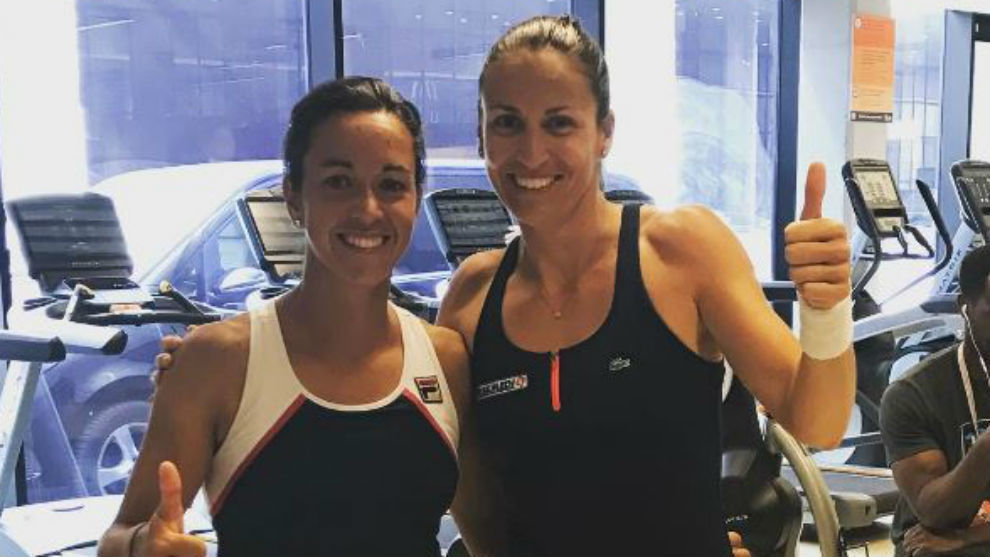 Silvia Soler y Arantxa Parra posan tras una victoria en Madrid.