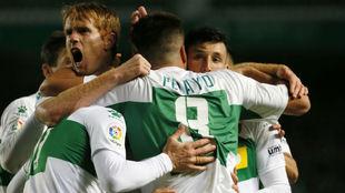 Lo jugadores del Elche celebrando un gol.